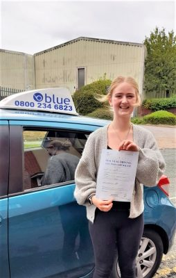 Amy Rolph from Winnersh Passed her Driving Test in Reading