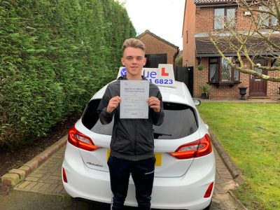 Bracknell Driving Test pass for Lewis Biggin