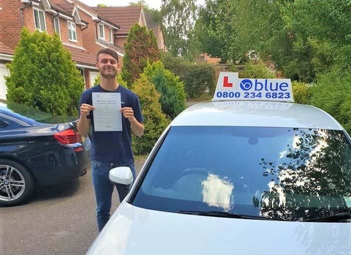Bracknell driving test pass for  Michael Dykes